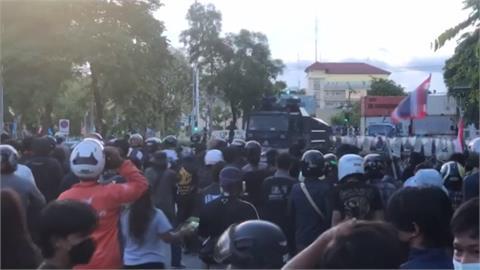 轟政府抗「疫」不利 泰國民眾上街示威要總理下台