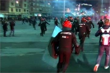 歐霸盃輸球 西班牙球迷暴動洩憤 1員警亡