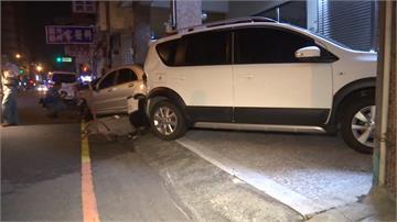 撞騎樓下3台車 白色廂型車肇事逃逸