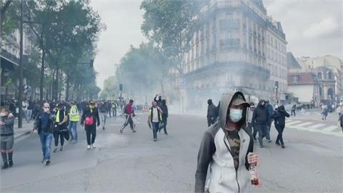 巴黎民眾反疫苗爆衝突 警射催淚彈驅趕
