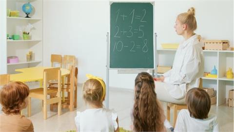 去網咖先過這關!媽出題「5+8多少?」姊弟全答錯「真相」網笑翻