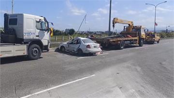 國3轎車遭砂石車撞上駕駛命危 砂石車駕駛驚恐:對方根本沒煞車!