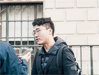 中國駐英大使館外聯合抗議 鄭文傑現身