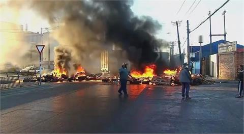 智利疫情補助只給企業 家計型漁民上街燒輪胎