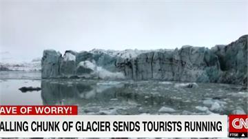 賞景中突遇冰川崩塌 遊客驚慌逃命