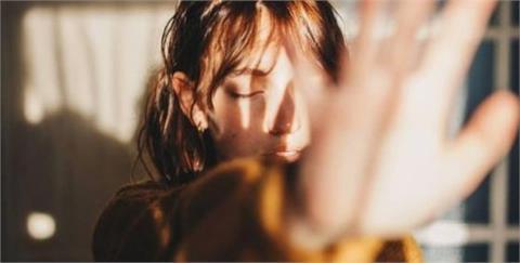 「你還好嗎」別輕易評價對方的感受:比起大聲加油吶喊 更好的是肯定陪伴