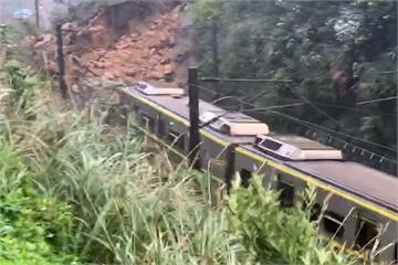 快新聞/土石流淹沒瑞芳-猴硐鐵軌!台鐵北迴線部分中斷 往返台北花蓮需搭客運