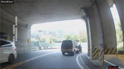 太累?廂型車駕駛疑超車不慎 擦撞重機