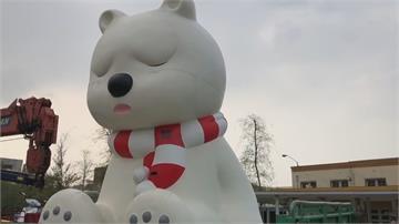 太髒!白熊裝置藝術送去洗澡 耶誕前回歸