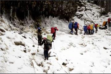 雪霸銀白世界 四月雪積30公分高