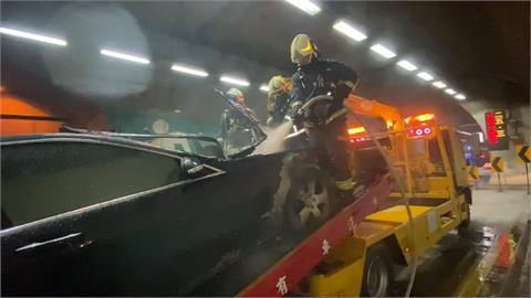 快新聞/雪隧南下25.3K處故障車被拖吊突起火  消防火速撲滅