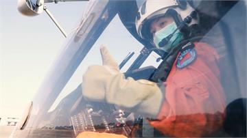 首位反潛直升機女飛官!8年級許秀青領銜炫技 守護海疆認真築夢
