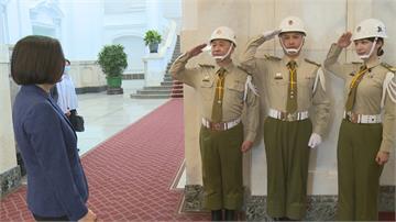 主持3C電氣展又遇蔡總統 邰智源「憲兵魂」上身稱只是骨架大