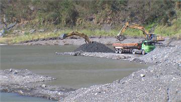 56年來最嚴峻水情...   民視新聞直擊石門水庫清淤