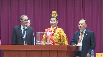 台南立委參選爆炸31人抽號次 候選人自穿黃袍