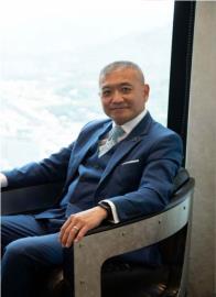 前主播何啟聖登《華爾街日報》!躍身成SUIC全球行銷事業群總經理