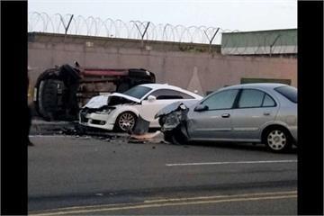 醉誇張!酒駕男失速撞3車 汽車挨撞掛牆上