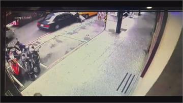 看到綠燈猛踩油門 8旬翁開車疑暴衝撞死婦