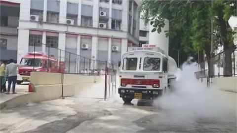 印度疫情惡化單日暴增31.5萬例逾2100人亡 總理莫迪:全國封城是最後手段