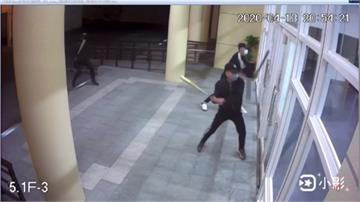竹東葬儀社遭黑衣人闖入砸店 業者質疑同業報復