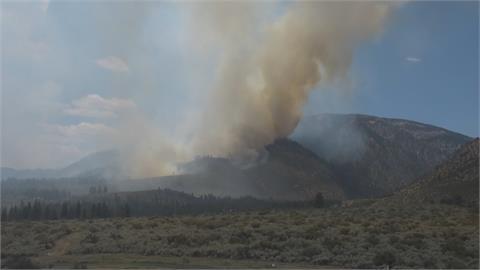 美西野火持續肆虐 加州消防員一度受困開車突圍