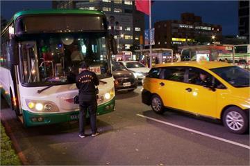 視線死角! 婦人闖紅燈 遭公車撞死