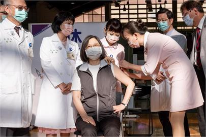 快新聞/蔡英文、賴清德已預約第二劑高端 9/30台大醫學院體育館接種