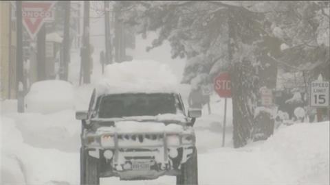 暴風雪襲擊美國中西部!機場、州際公路關閉