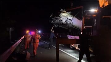 閃施工安全錐轎車自撞 又遭大貨車追撞