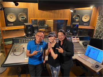 詹雅雯、亂彈阿翔合作台英雙語新歌 錄製過程「遇神蹟」傳染打嗝