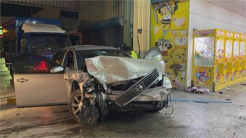 疑與丈夫吵架釀禍 她開車載6歲兒夜撞夾娃娃機店