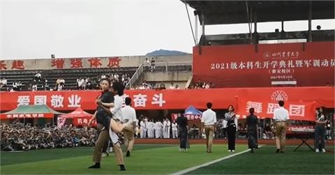 中國大學生公然「挑逗性熱舞」 影片曝光校方299字聲明急回應!