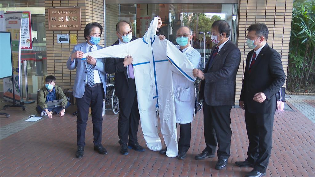 力挺醫護! 紡織業贈2千件高規格防護衣給台大醫院
