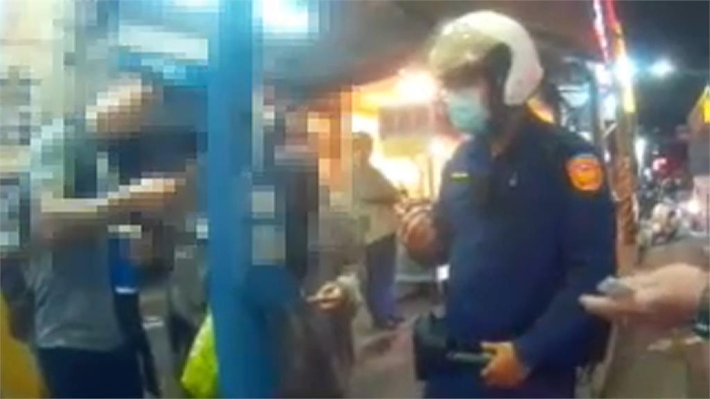 外籍男搭公車不戴口罩 警撂英文讓他下車