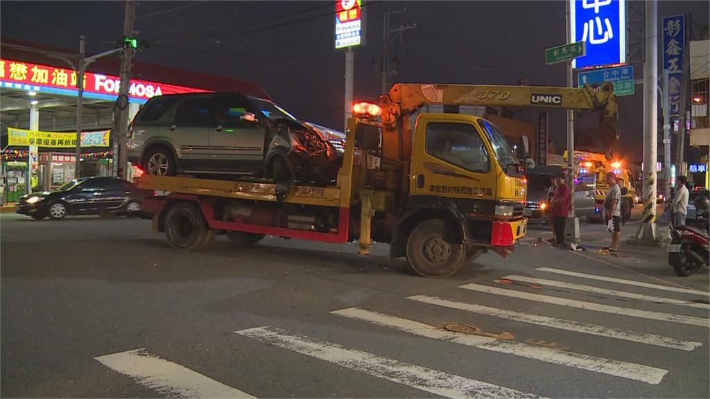 左轉車搶快未禮讓直行車相撞翻覆 彰化鹿港要道一度車輛大回堵