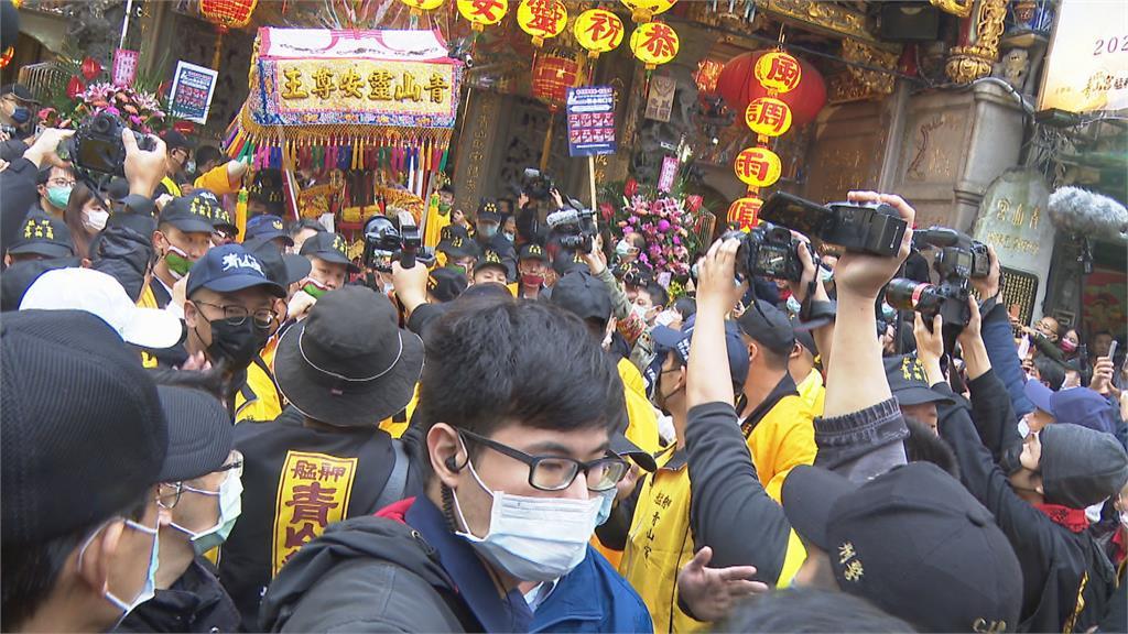 快新聞/青山宮遶境員警「執勤22小時」挨轟沒人性 萬華分局道歉:可補休