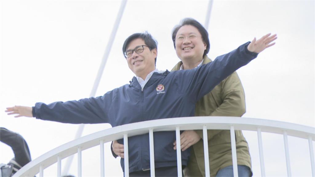 高雄、基隆簽合作MOU 推雙港旅遊促觀光俏皮重現鐵達尼場景 林右昌環抱陳其邁!