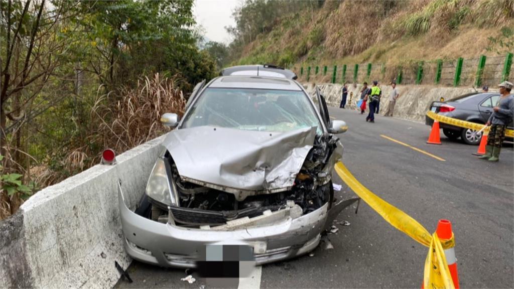 台29線甲仙路段 轎車逆向撞休旅車1死6傷