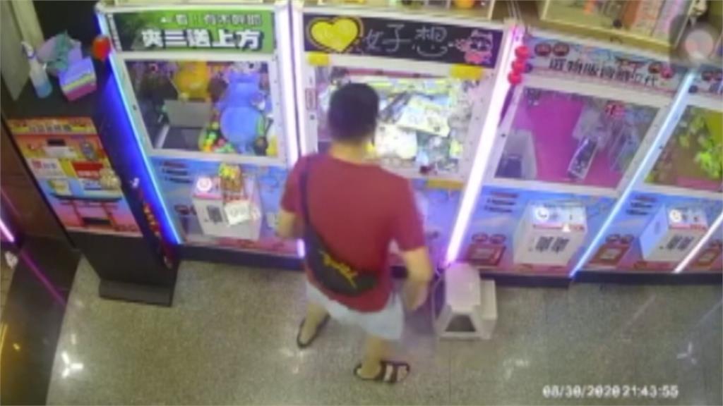 「手伸洞口撈商品」娃娃機台主告竊盜  夾客喊冤:物品已過電眼卡住才伸手拿