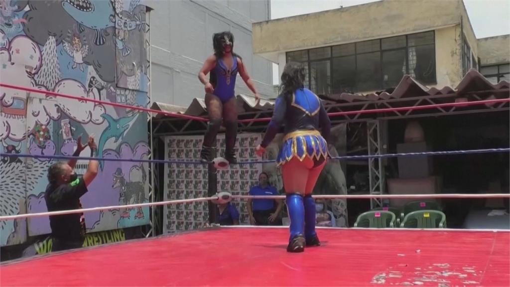 疫情肆虐難降溫 墨蒙面摔角手生計困難