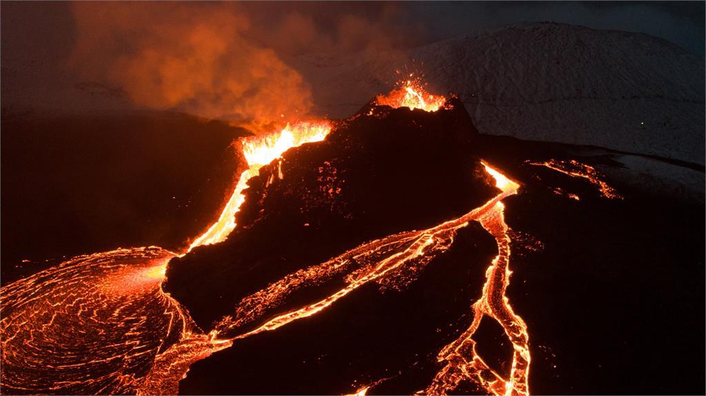 西班牙火山爆發下的「奇蹟之屋」!岩漿吞噬災區「唯獨這棟」成強烈對比