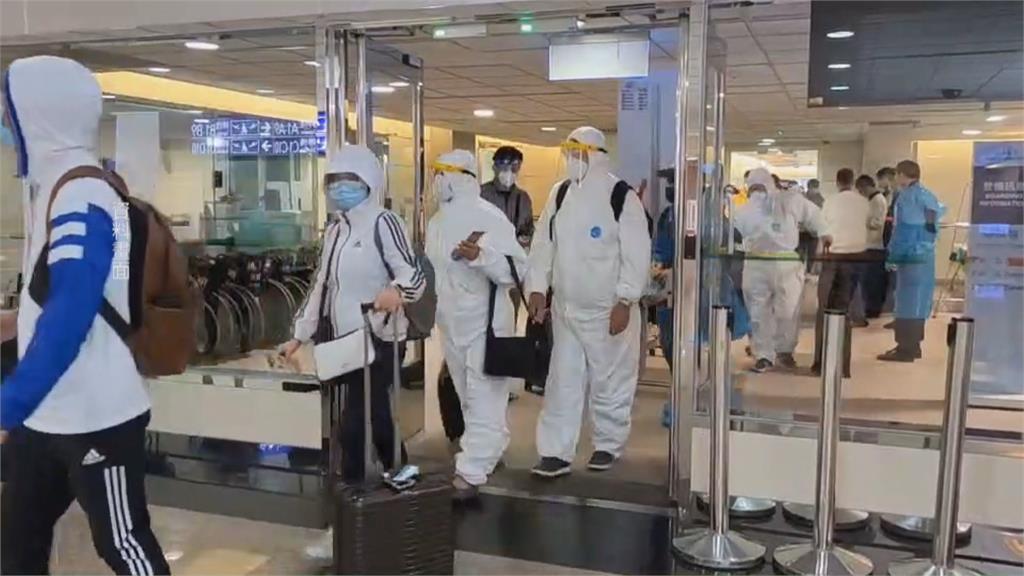 疫情升溫 自主管理禁聚會圍爐!春節返台機票難買 防疫旅館也一床難求