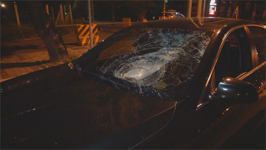 疑車速過快 BMW追撞機車騎士頭破骨折