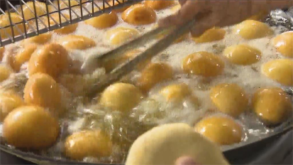 高雄銅板美食人氣超旺 番薯椪外脆內甜又爆醬