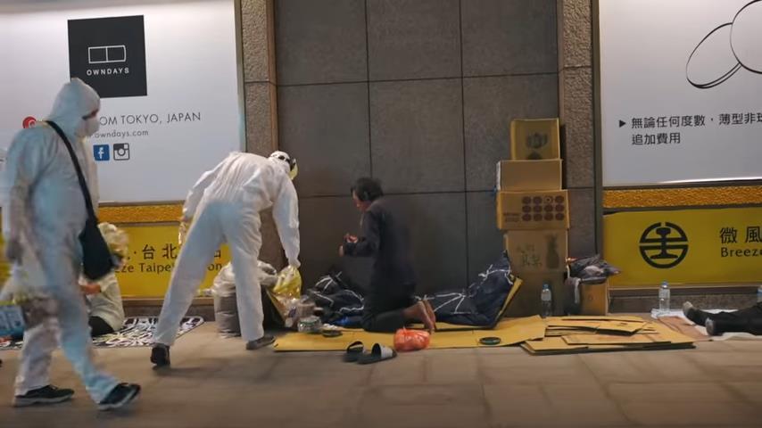 街友救星!台導演公開「無家者英雄」紀錄片 網淚崩:看到人性的光輝