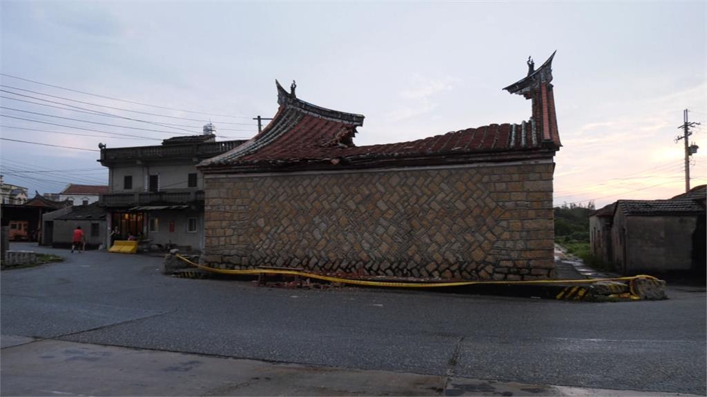 被雷擊中! 金門呂氏宗祠屋頂破大洞