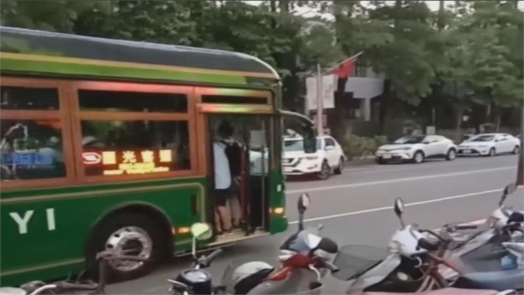 """防夾裝置太靈敏 公車行駛竟""""沒關門"""""""