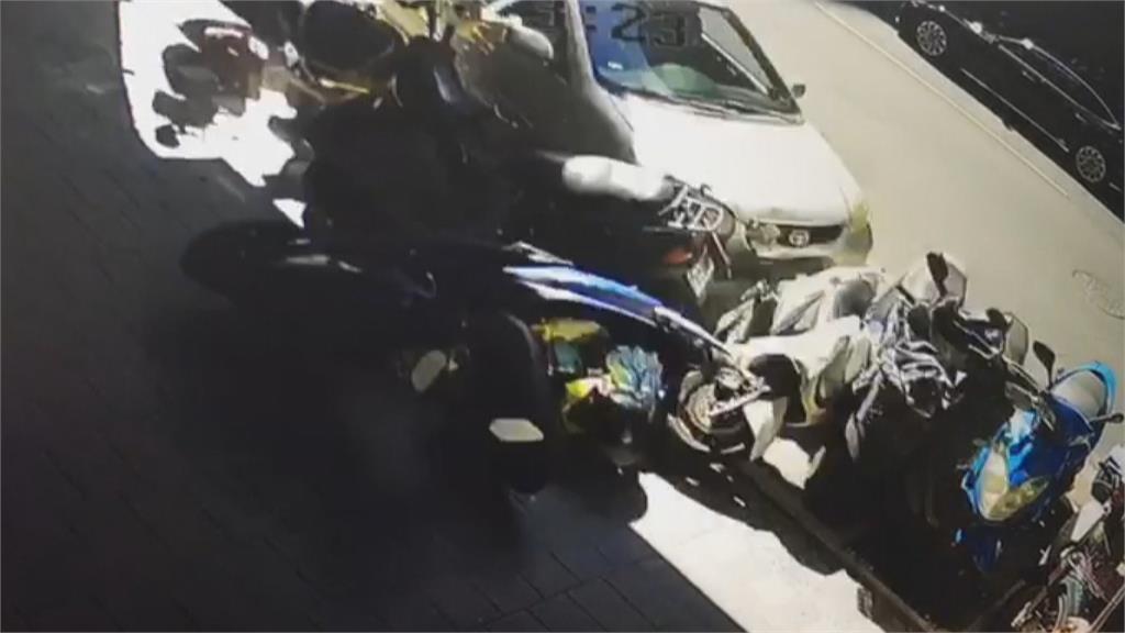19歲駕駛沒有駕照! 載同事上班疑車速過快連撞19車