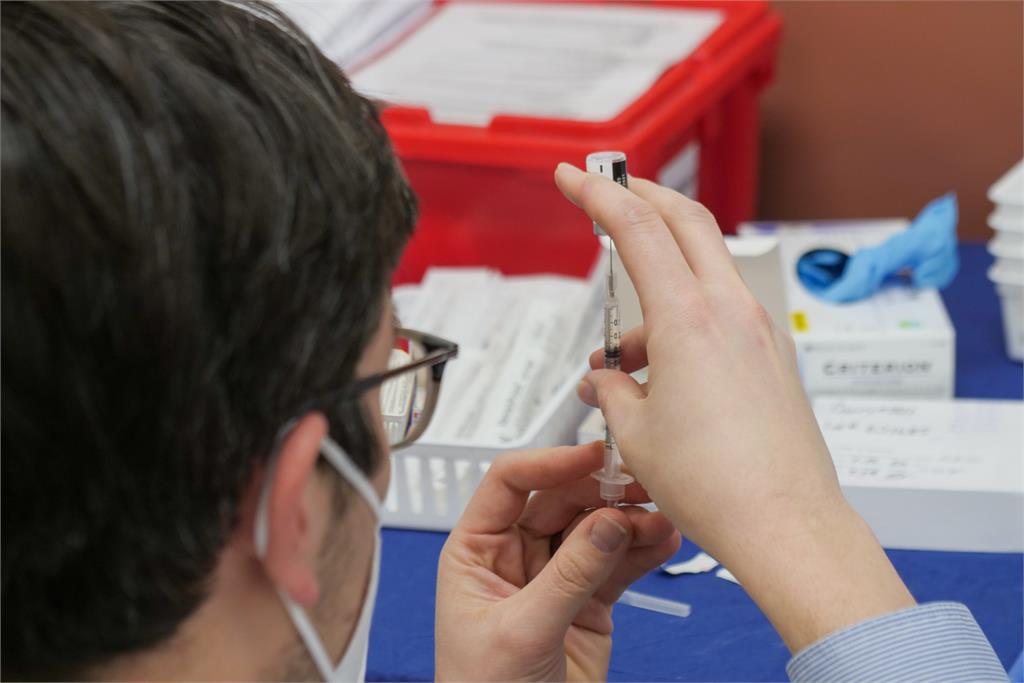 莫德納宣布供應台灣500萬劑武肺疫苗!預計年中交貨