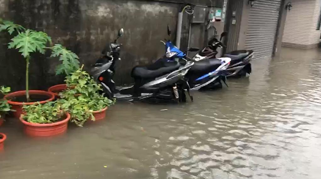 快新聞/哈格比挾雨 台北北投一級淹水警戒、士林中山二級